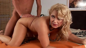 Artistic blonde gets a cock in between her nice tits