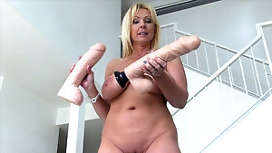 Mature German busty woman playing with her hole