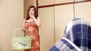 Japanese mature mommy masturbating